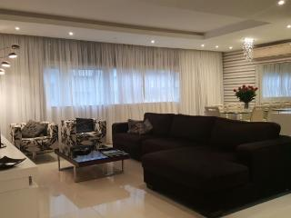 Luxurious 3 bedrooms apt in Copacabana steps from Copacabana Palace and the world famous Copacabana beach!, Río de Janeiro