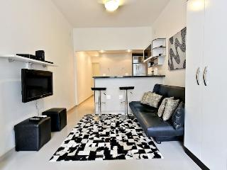 Newly Remodeled quiet studio apartment located in Copacabana posto 6 walking