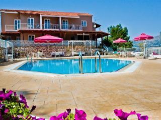 Kefalonia Island 1 Bedroom Flat + Pool Sleep 2 / 4, Argostolion