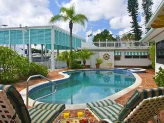 Pass-A-Grille Beach Bay House Sleeps 11 Pool, Saint Pete Beach