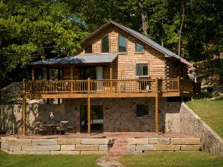 Iguana's Luxury Log Cabin, Lake Ozark