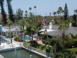 Waterfront Dock Pool Bay & Boat Houses Sleeps 19, St. Pete Beach