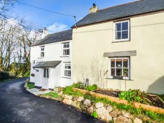 MIDDLE COTTAGE, pet-friendly, WiFi, vegetable and herb garden, lots of walks, Talskiddy, Ref 931319, Winnard's Perch