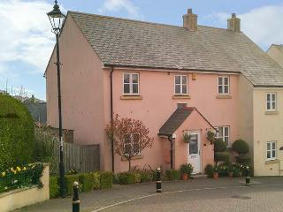 SCHOLAR'S RETREAT, charning cottage, pet-friendly, WiFi, enclosed garden, in Kingsbridge, Ref 931813
