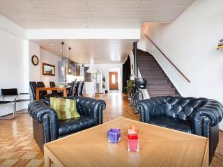 Spacious 3bdr Apt in BEST location downtown RVK, Reikiavik