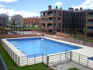 apartamento a pie de piscina y zona verde y parqu.