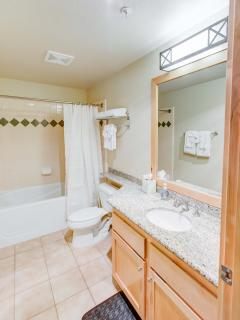 Sunstone #126 - Guest bathroom with shower/tub