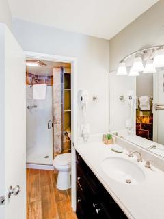 Sierra Parks Villas #03 - Guest bathroom with shower