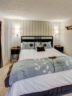Sierra Parks Villas #03 - Master bedroom King bed