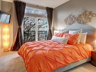 1 Bedroom Urban Retreat Oasis, Seattle