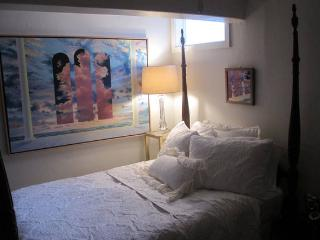 Secure, Cozy & Cute Private Sleeping Studio for 2, Sarasota