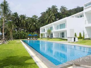 Seafront 4-Bed Family Villa in Cape Panwa