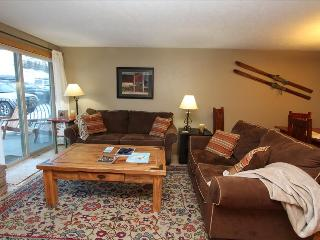 Beautiful 2 BR Condo, Pool, Hot tub, Sauna! Completely renovated! On shuttle route, Crested Butte