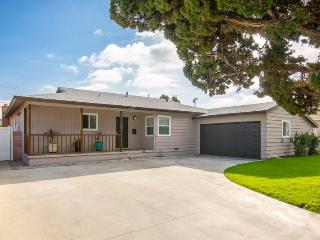 $449 Special Offer! Big & Beautiful 5-Bedrooms/3-Baths/Pool/Spa Near Disneyland and Convention Center & Beaches, Anaheim
