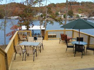 Redbud Inn-MM 29.5-Sunrise Beach-Waterfront House, Camdenton
