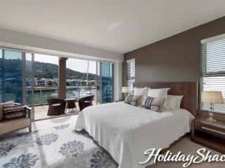 Marina View - Safety Beach Luxury Retreat