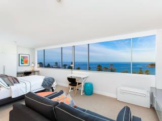Ultra-chic executive beach apartment, Manly