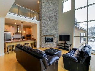 Modern and bright condo right in the heart of Brian Head.