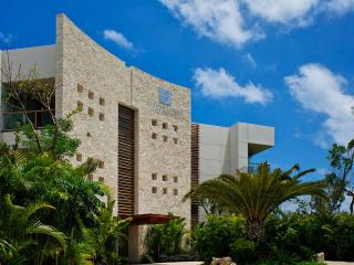 1,726 SF 1BR/1.5BA Grand Luxxe Suite, Sleeps 6, Playa Paraiso