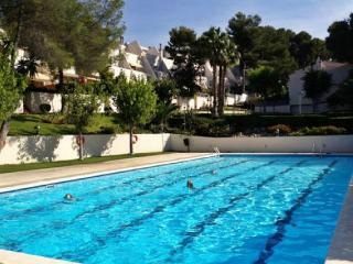 Kinderfreundl. modernes Ferienhaus mit 25m Pool u 10 min Fussweg zum Strand, Altafulla