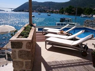 Pool house, magnificent sunset view, Dubrovnik