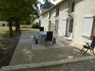 Country gite, sleeps 10, with pool and great views