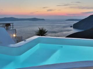 Executive 3 bedroom Villa in Santorini, Fira