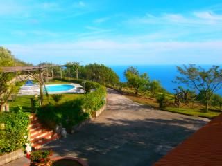 Large villa with pool & amazing views, Sant'Agata sui Due Golfi