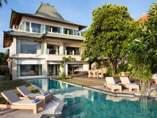 Relaxed holiday living right on the sea