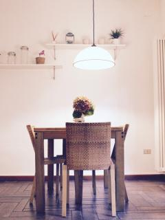 Dining area with extendible table