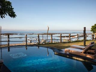 Villa Cocoa Maya: 3 or 4 bedroom beautiful villa directly on the beach