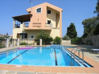 Villa Dimosthenis 4 rooms with pool,Wifi internet, Stalos