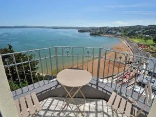 1 Astor House Stunning sea views and balcony large one bed sleeps 2-4, Torquay