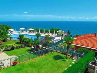 Casa Delle MARGHERITE 1 con piscina e giardino, Cipressa