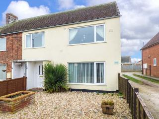 INGOLDSEA, family property, two bedrooms, gravelled garden, off road parking, Ingoldmells, Skegness, Ref 931154