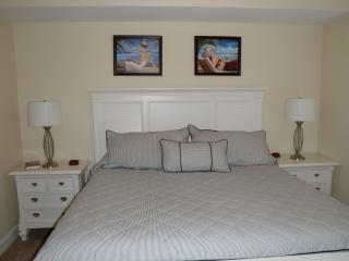 NEW LISTING - ON BEACH 2 BR, 1 BUNK, 3 FULL BATH, Panama City Beach