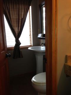 En-suite bathroom, fully tiled tub