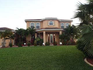 Great House For Large Family Or Several Couples, Cape Coral