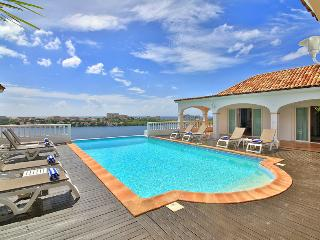 ESCAPADE... gorgeous lagoon views and tennis court!..., Terres Basses