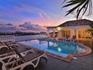 ESCAPADE... gorgeous lagoon views and tennis court!...