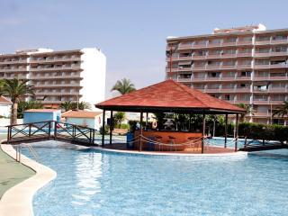 Ref 163.- Apartamento para 4 cerca de la playa y con muy buena zona de piscinas