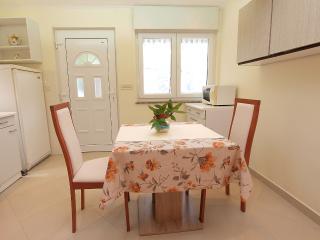 Apartment 1695, Porec