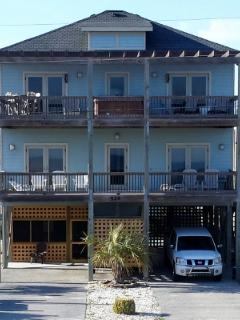 Front of house facing beach.
