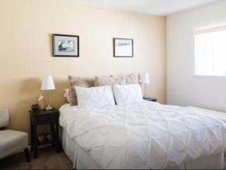 Furnished Apartment at Wilshire Blvd & 9th St Santa Monica