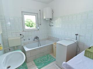 Apartment 1372, Stinjan
