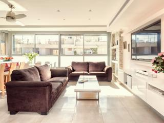 TLV apartments - 3 bedrooms Suite - up to 8 guest, Jaffa