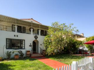 'Palms and Roses Residence' Historically Charming 4BR La Jolla Home w/Wifi
