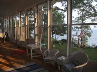 Beautiful Waterfront Home W/ Sleeping Porch