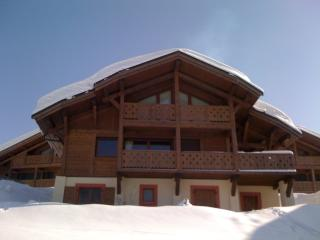 A Superb, Luxurious Ski Chalet 4 * ski out + JACUZZI + AMAZING 180° VIEW
