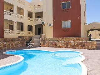 Makadi 2 bed Garden apartment with pool